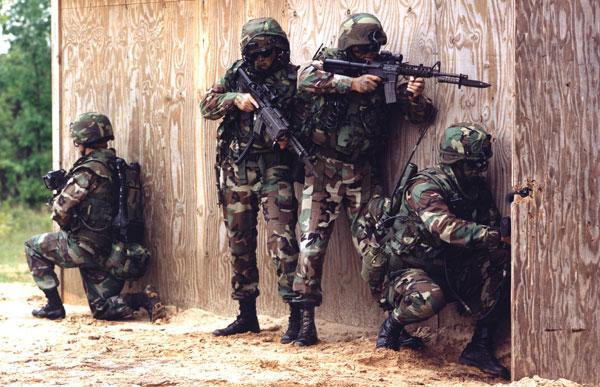 Грани.Ру: В Чечне взяли штурмом дом с боевиками.