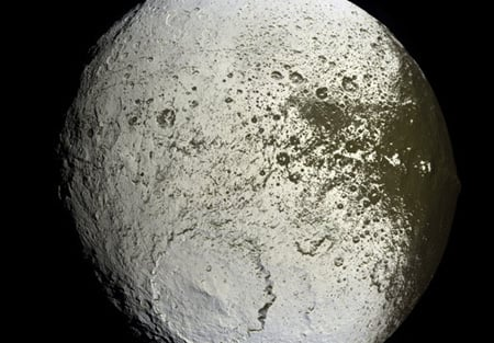 False colour image of Iapetus' bright leading edge. Credit: NASA