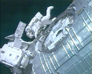 Mission specialists Mike Fossum and Ron Garan as they conduct the second spacewalk of the STS-124 mission. Photo:NASA TV