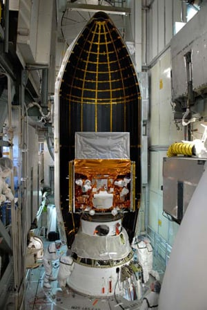 View of Glast inside one half of its payload fairing. Pic: NASA