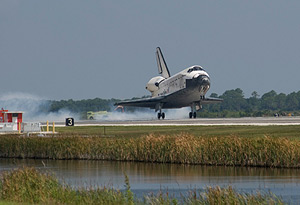 Discovery landing on Saturday. Pic: NASA