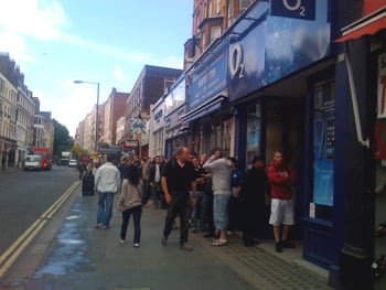crowd outside west london o2 store