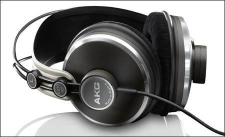 Macworld Expo 2009 - AKG K 272 HD headphones