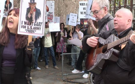 Gary McKinnon US embassy sing-in protest