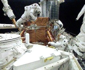 John Grunsfeld and Drew Feustel on the fifth spacewalk. Pic: NASA