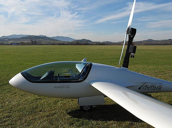 The Taurus Electro battery motor-glider from Pipist