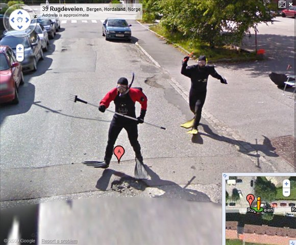 The two men begin to chase the Street View vehicle