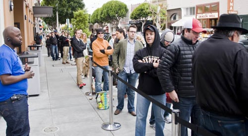 iPad purchasers line at the San Francisco Chestnut Street store