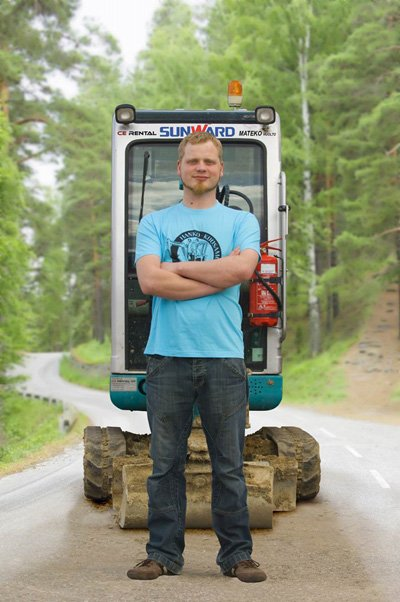 Jukka 'Excavatorjack' Mutanen and his SWE17B. Credit: Sunward