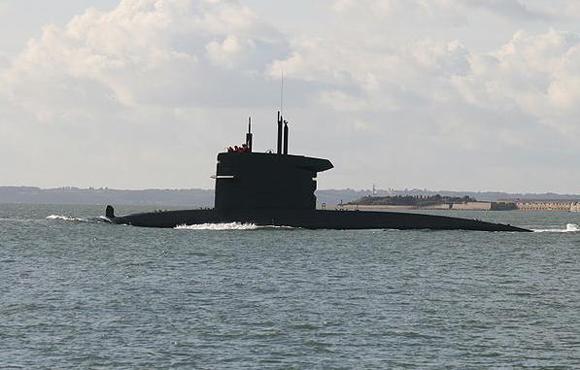 HNLMS Dolfijn leaving Portsmouth. Credit: Brian Burnell