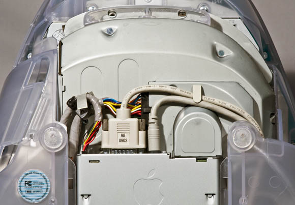 Bondi Blue Rev. B iMac - video and infrared cables