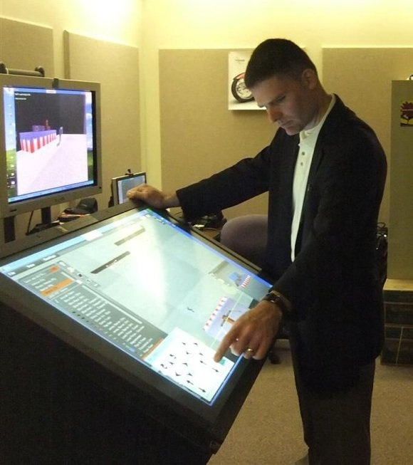 Instructor shows off the new US secret service virtual toytown machinery. Credit: DHS