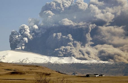 Eyjafjallajkull eruption 2010 by rni Fririksson