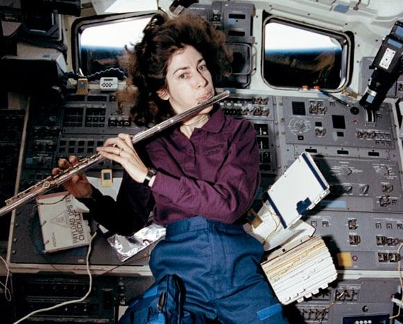 ellen ochoa on space shuttle discovery - photo #8