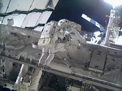 Greg Chamitoff and Mike Fincke outside the ISS during today's spacewalk. Pic: NASA