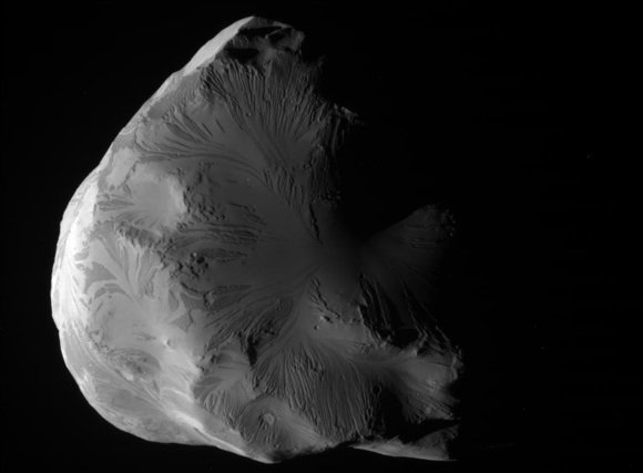 Ice moon Helene imaged by the Cassini probe on June 18, 2011. Credit: NASA/JPL-Caltech/