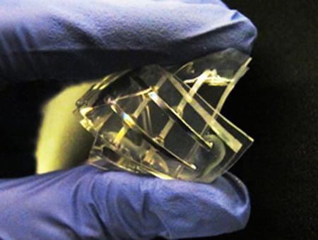 Prototype of quasi-liquid device with memristor characteristics