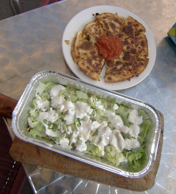 Quesadilla and kapsalon ready to enjoy