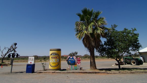 The novelty beer can in Kulgera