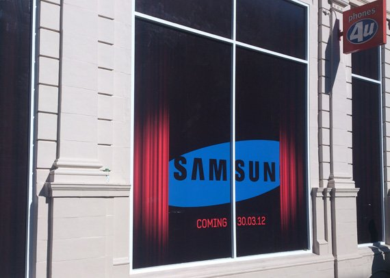 Phones4U London store - Samsung branding