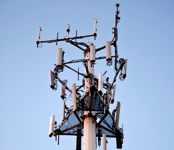 Cellular antenna. Source: Vxla/Flickr