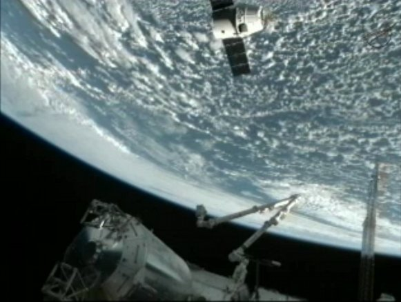 SpaceX Dragon's final approach to the ISS