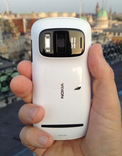 Nokia 808 Symbian 3 camera phone