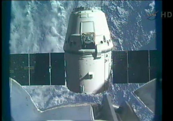 dragon_leaves_iss