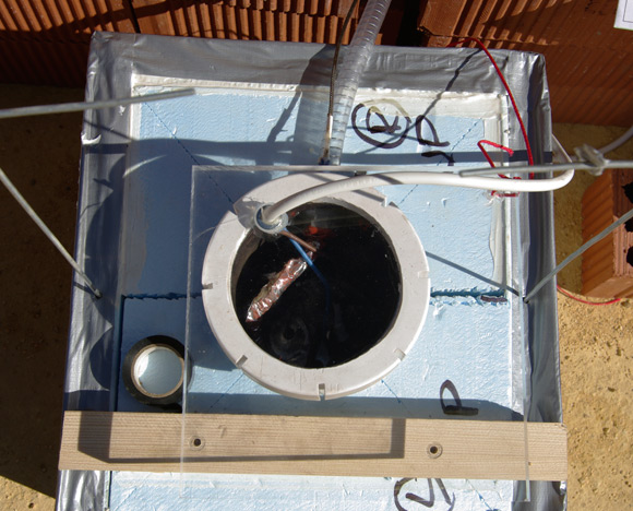 The motor in the chamber and the perspex lid in place