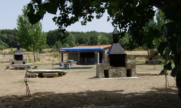 The chiringuito itself, besides the river Aravalle