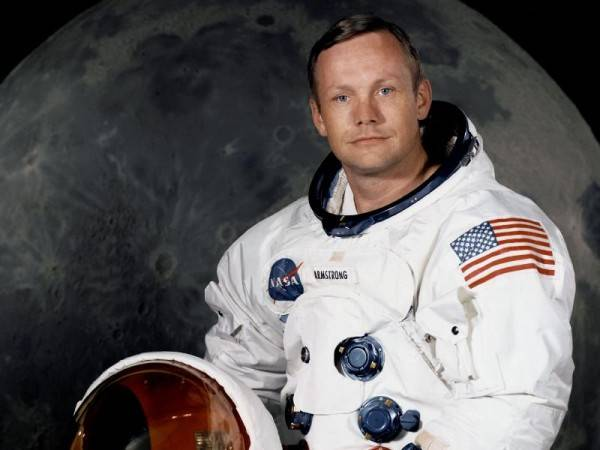 http://regmedia.co.uk/2012/08/25/neil_armstrong_dead_a_82.jpg