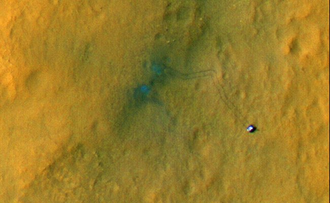 The tracks of the Curiosity Mars Rover seen from space, credit NASA/JPL-Caltech/Uni