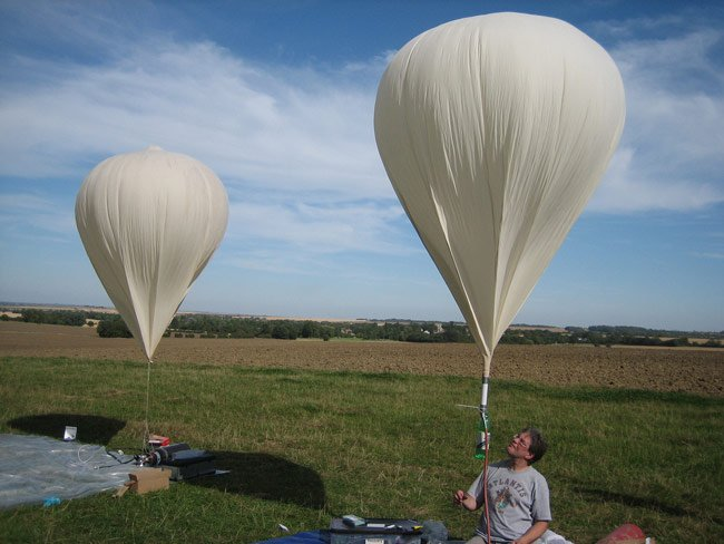 Dave Akerman inflates his balloon