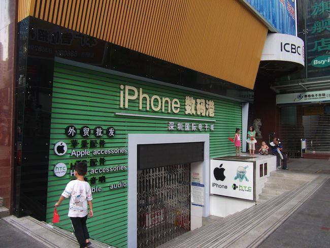 Counterfeit iPhone shop, Shenzhen, China