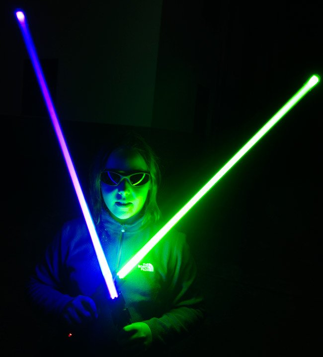 Katarina poses with two lightsabers at night