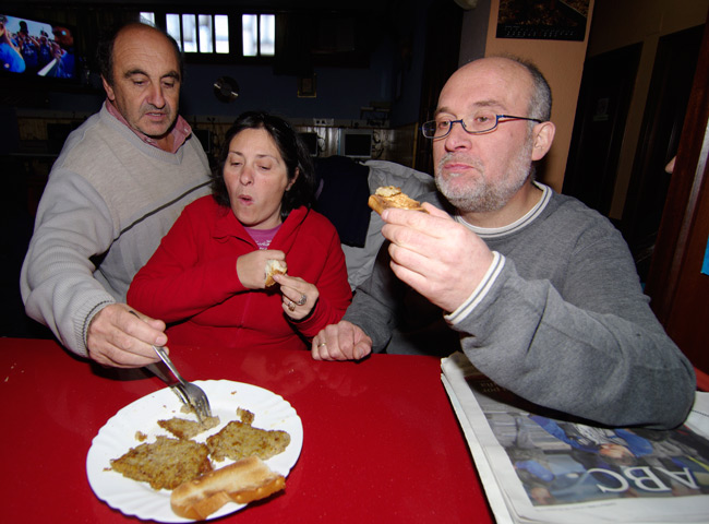 Fernando, Lourdes and Juanjo get stuck into the scrapple