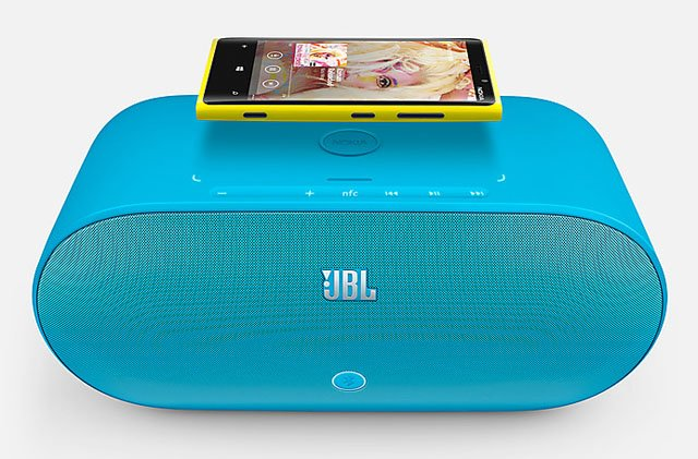 Nokia Lumia Windows Phone 8 with JBL charger