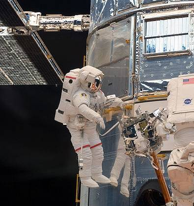 John Grunsfeld repairs the Hubble