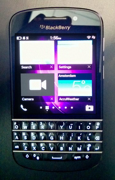 Switching applications on a BlackBerry Q10