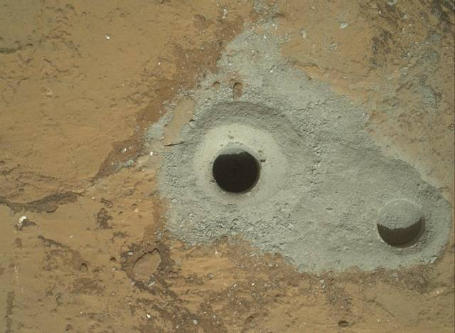 The first two holes Curiosity drilled on mars