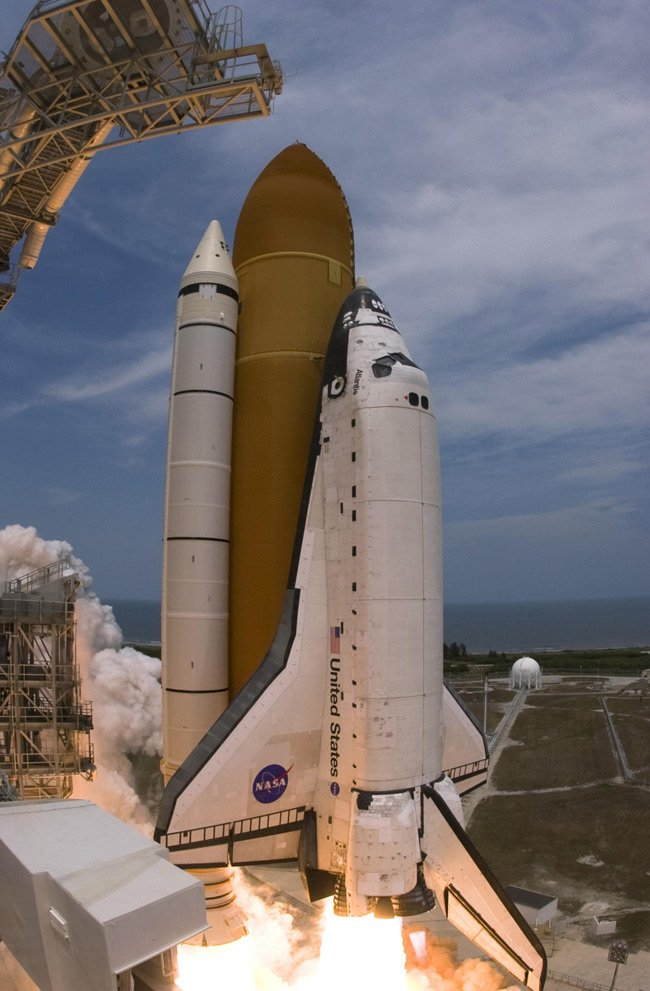 Space shuttle Atlantis blasts off from Kennedy Space Center in May 2009. Pic: NASA/Sandra Joseph-Kevin O'Connell