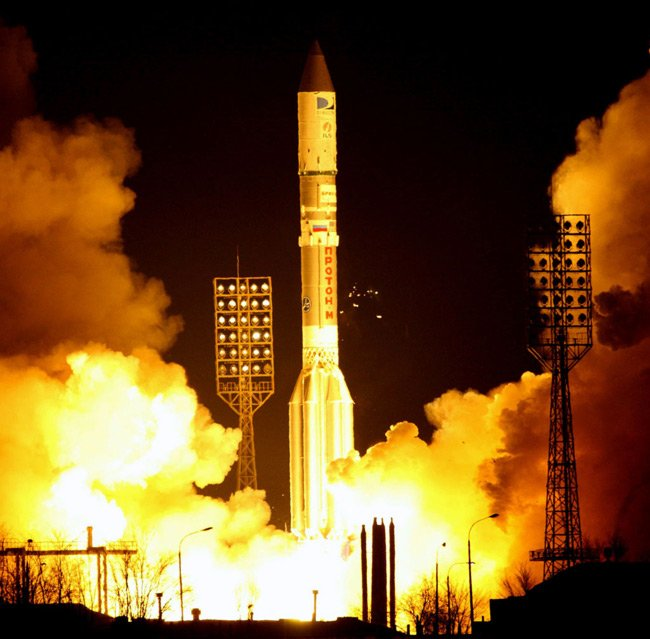 A proton carries the DIRECTV 12 satellite aloft in 2009. Pic: International Launch