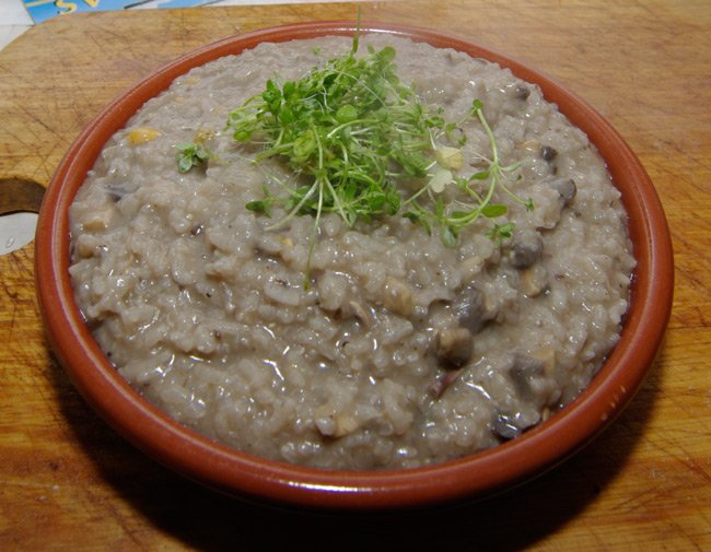 Rice with mushroom topped with some pamplina