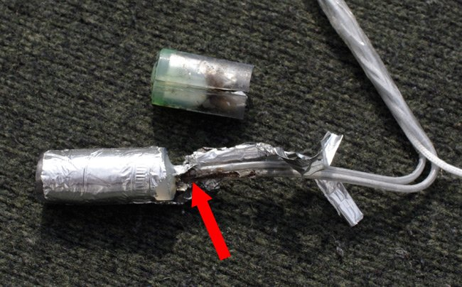 The igniter dissected after the flight, showing that the PIC failed to burn