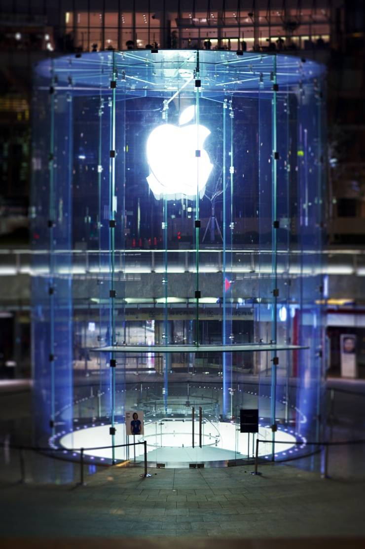 Shanghai Apple Store. Photo by Mgmoscatello. Creative Commons licensed