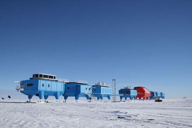 Halley Research Station Antartica, photo British Antartic Survey