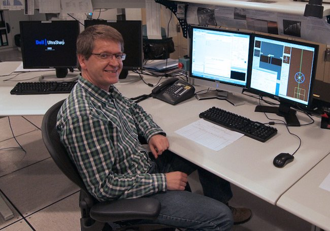 Henri Boffin at his desk in Paranal