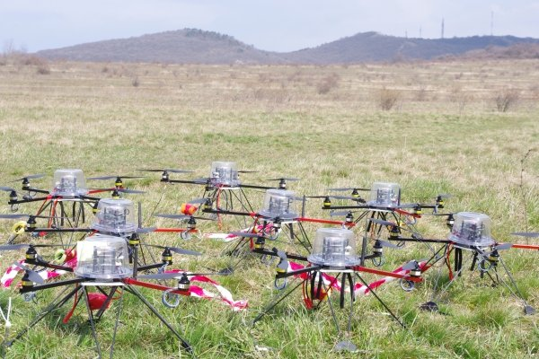 Hungarian eggheads unleash not-at-all-scary DRONE SWARM