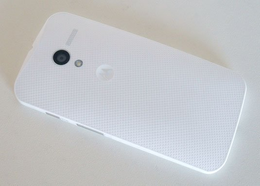 Motorola Moto X back looks dimpled but is actually smooth