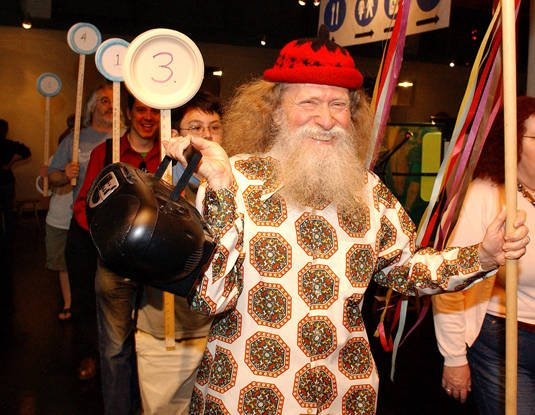 Larry Shaw leading a Pi Day parade at San Francisco's Exploratorium